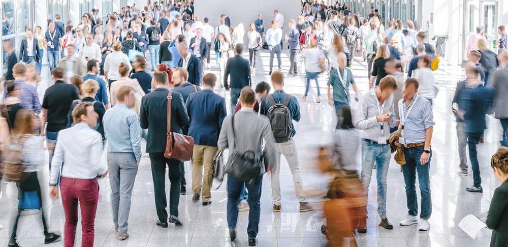 Medo de multidões: tudo o que você precisa saber sobre a enoclofobia