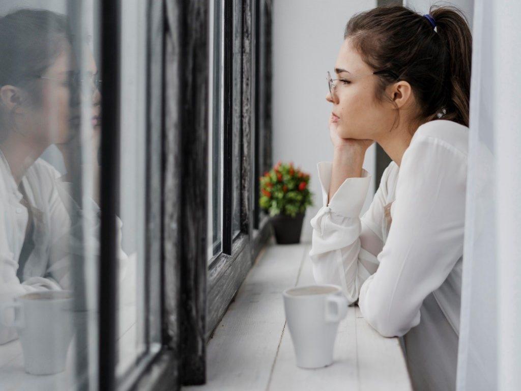 Morar sozinho: 10 dicas para manter o bem-estar